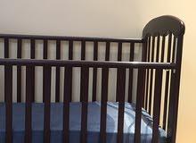 سرير اطفال للبيع بحالة ممتازة