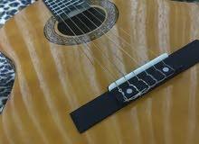 جيتار كلاسيك نوع Maxtone للبيع مع شنطه