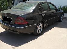 je met ma voiture Mercedes Benz à vendre.