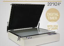 الة تستخدم لتجهيز لوح طباعة الشاشة الحريرية للطباعة على القمصان و الاقمشة