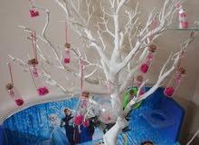 شجرة بيضاء واقفاص وزينة معطرة