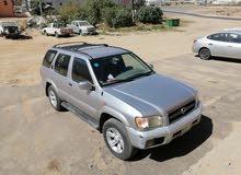 سيارة باثفندر رصاصي موديل 2001