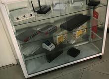 خزانة عرض ألمنيوم وزجاج من جميع الجهات مع قفل وعجلات