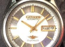 ساعة رادو قديمه جدااا ونظيفه وممتازة وتعمل بشكل جميعهم تومتيك