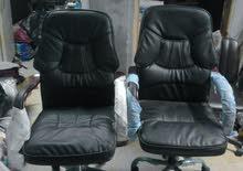 كرسي مكتب جديد الكرسي جلد و مبطن خامة و جودة عالية الكرسي بعجل و بيطول و يقصر