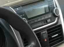 مسجل سيارة ياريس 2015  بحالة الوكالة استعمال شيء بسيط جدا