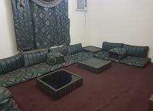 غرفة جلوس عربية كاملة للبيع بداعي السفر