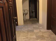 شقة للايجار 4غرف 3حمامات حوش مطبخ وصالة بحي الثغر