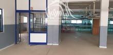 مصنع بالطابق الأول بالمنطقة الصناعية سيدي عبد الحميد