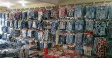 موظفين اناث داخل محلات لدى شركة البسة في مرجان مول -شارع المدينة المنورة