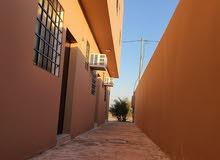 غرفة مؤثثة للعوائل ب800 ريال شهريا،جديدة لم تسكن،بالكهرباء والماء