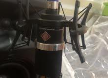 1-مايك نويمان tlm 102 black mic طبعا هذا المايك غني عن التعريف الماني نقاوة 100٪