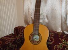 جيتار نوع كلاسيك santos martinez sm50 بحالة جيدة للبيع