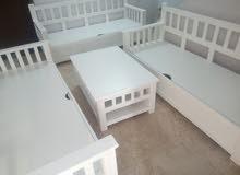 صالون ابيض نوعية الخشب جيدة +مكان تحت المقاعد مخصص للحفض الاشياء+ طاولة