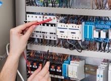 تجميع لوحات التحكم الكهربائية والصناعية