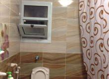 شقة في سيدي بشر 15م من البحر تبعد حوالي 300م من فندق الهيلتون