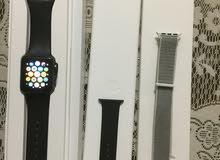 ساعة ابل (series 2) مع 3 سيورة بيع او مراوس بجهاز موبايل