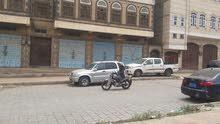 3 فتحات تنفع محلات او مخازن جوار عمارة الرماح باب اليمن بالضبط على شارع 24