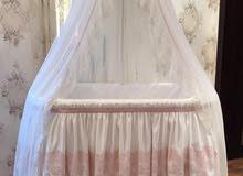 سرير طفلة من تصميم مصممة معروفة ومحترفة
