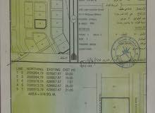 ارض صناعية كورنر في المسفاه الاولى وسط مباني قائمة