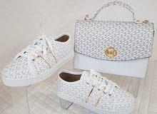 يوجد أحذية وحقائب مع بعض صناعة تركية ممتازة السعر 125دينار