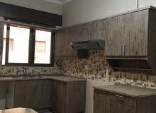 شقة ثلاث غرف نوم منطقة السابع للبيع بسعر مغري