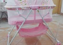 سرير أطفال منذ الولادة نظيف جدا بحالة ممتازة للبيع