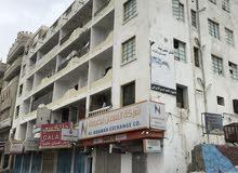 شقة للإيجار موقع ممتاز جداً عدن كريتر شارع اروى في الطابق الاول والسعر قابل للتفاوض