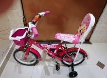 طاولةاطفال مع 2 كرسي اطفال و2 دراجة اطفال نظيف