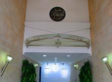 مكتب مميز للايجار مساحة 200(متر مربع) في شارع الجاردنز