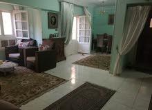شقة بموقع متميز بجوار كارفور المعادي وعلى بعد خطوات من نادي الصيد