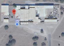 ارض صناعية مساحتها 1000 متر مربع (صناعية الملدة) ، مسورة من ثلاث جهات، تبعد 100 متر عن الشارع