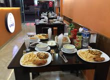 مطعم شاورما و وجبات غربية و بيتزا و معجنات مع فطاير