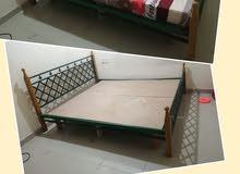سرير وخزانة للبيع باسعار (تم تخفيض الاسعار لسرعة الاخلاء