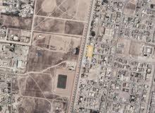 ارض كبيرة وبمساحة 2400 متر على شارع عام الصفة الاولى في السعادة الجنوبية صلالة