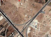 طريق المطار الطنيب حوض العيادات 600م مرتفعه منطقه فلل بسعر مناسب جدا