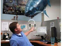 بلون حجم كبير علي شكل سمكة القرش