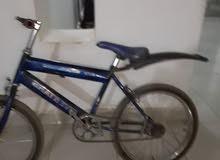دراجة زرقاء بدون بدالات