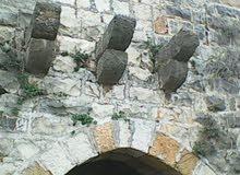 بيت حجر قديم (نص مهدم) مع أرض في ضيعة صليما المتن 750 متر مربع