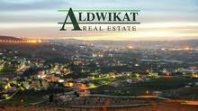 ارض للبيع في اجمل مناطق الرابيه المساحة:(903) ذات موقع مميز وبالقرب من الخدمات الوجه:32 متر