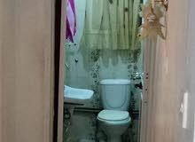 منزل في حي المطار القديم 3غرف نوم 2حمام ومطبخ مع غرف جلوس مربوعة بالحمام الدور ا