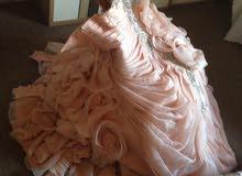 فستان سهرة للبيع.