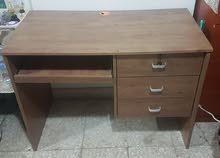 مكتب خشبي