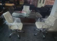 اي مكتب من هدول مع 3 كراسي جلد شبه جديد