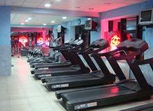 نادي رياضي متكامل للبيع (متوفر أجهزة حديد للبيع و لياقه)شارع الجامعة الأردنية