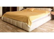 سرير 2متر*2 متر جلد اصلي ماركة إيطالية لون ابيض عاجي