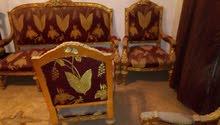 4كرسي وكنبة ونيش وتربيزة ذهبية جرانيت