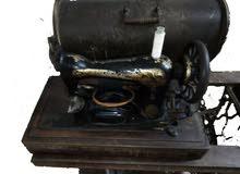 ماكينة خياطة سينجر قديمة