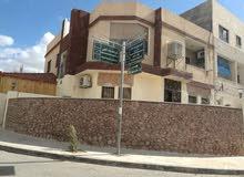 شقه مساحتها الداخلية 118 منطقة السكنية السادسة قرب جامع الكالوتي تقع على شارعين