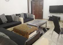 شقة  للايجار السنوي في منطقة  الدوار السابع  مساحة الشقة110متر مربع، الطابق الثالث